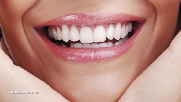 Smile-Teeth-Close-Up-Woman